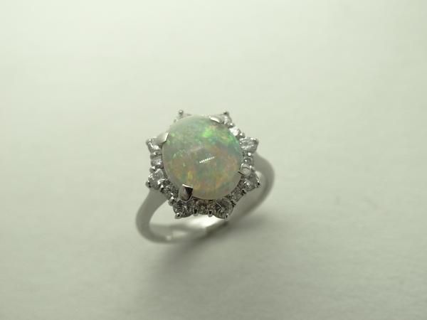 PtオパールR/指輪【赤み入り1.72ct♪】ダイヤ0.68ct