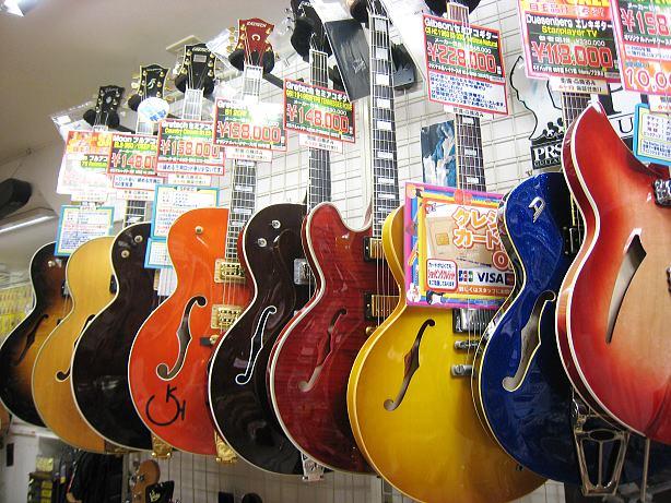 【楽器部】当店自慢のセミアコ・フルアコギターが勢揃い!!